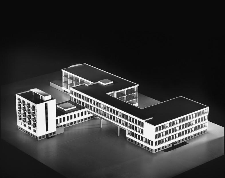 bauhaus building in dessau data photos plans wikiarquitectura. Black Bedroom Furniture Sets. Home Design Ideas