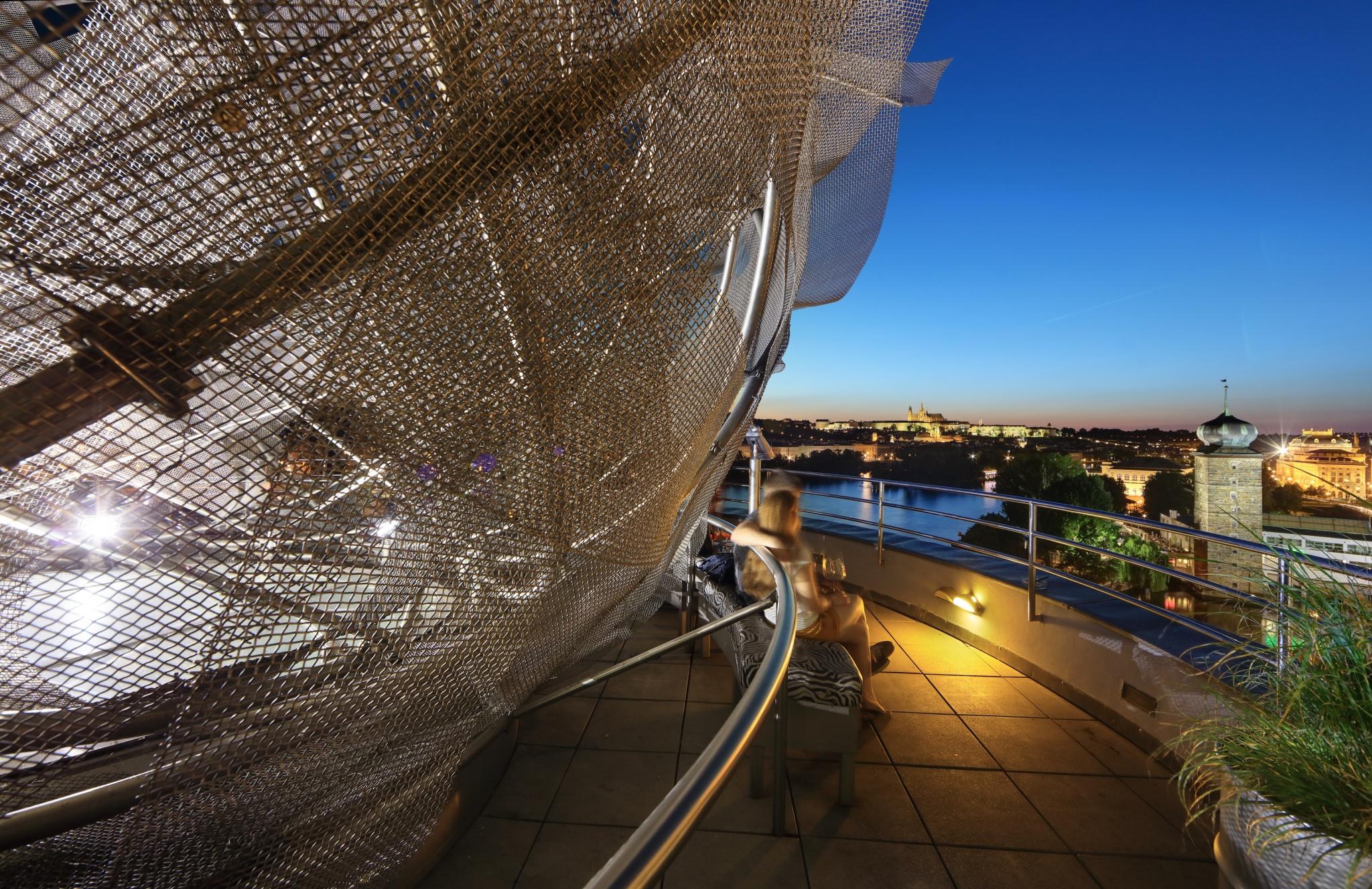 Dancing house frank gehry praga 21 wikiarquitectura for Design hotel praga