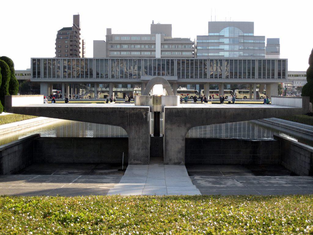 Hiroshima_Peace_Memorial_Museum_-_Kenzo_Tange_28129 ...