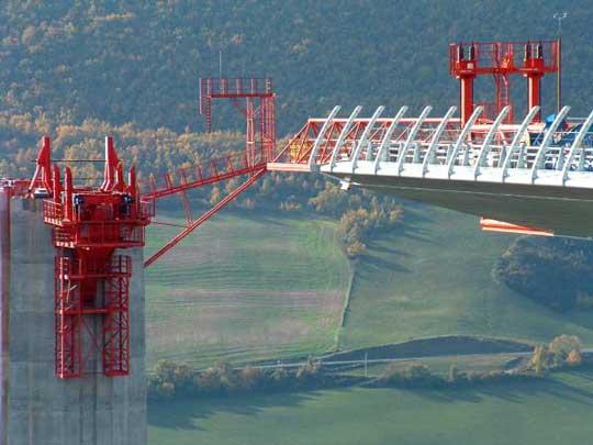 Millau Viaduct Data Photos Amp Plans Wikiarquitectura